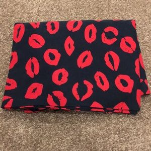 Marc by Marc Jacobs navy&red lip print scarf